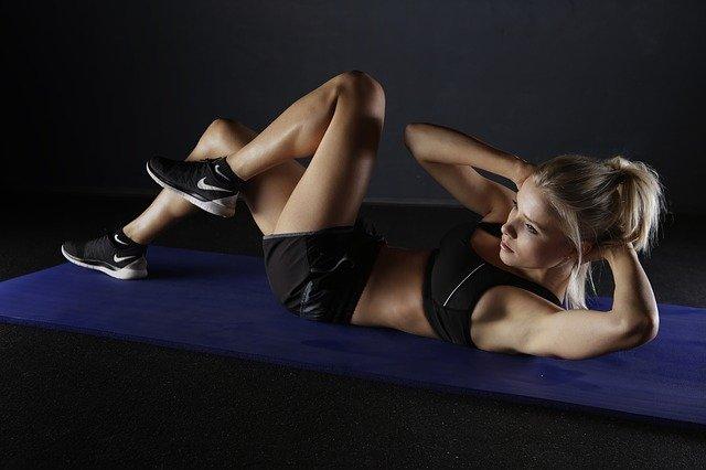 Žena, trénink, břišní svalstvo