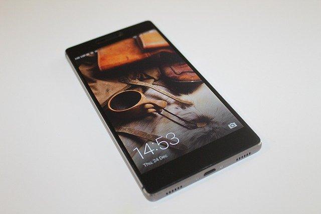 černý mobil huawei