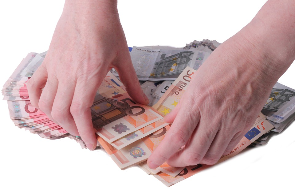 přehrabávání peněz