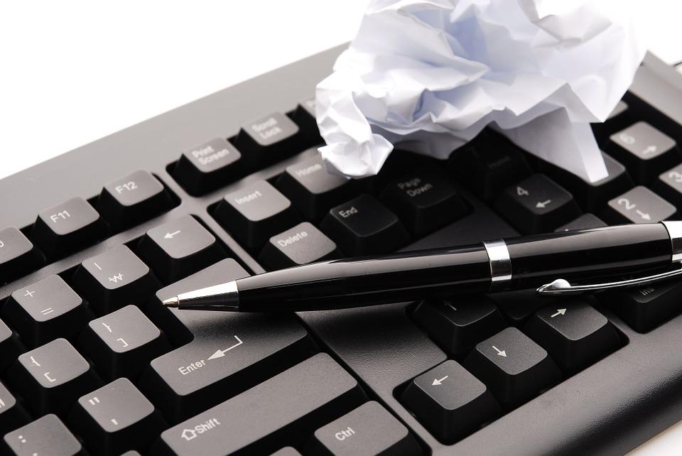 papír a klávesnice