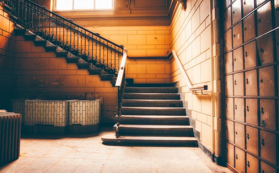 schodiště v interiéru